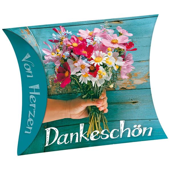 Hand mit Strauß Blumen